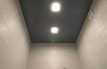 natyazhnoj-potolok-v-tualet7