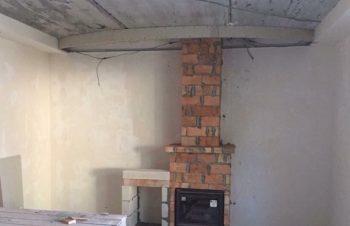 Каминный зал до монтажа потолка.